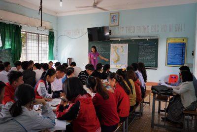Thầy cô nên nhìn lại mình, đã bao lâu rồi không cười với học sinh?